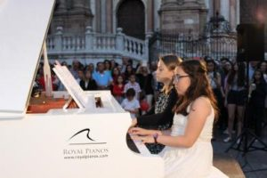 MOMENTO DE UN PIANO EN LA CALLE - NOCHE EN BLANCO 2015