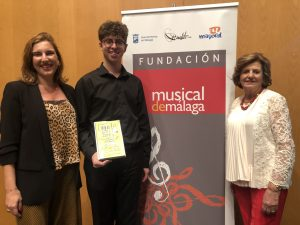 EUGENIA BENEDITO Y ELISA DOMÍNGUEZ DE GOR, JUNTO A JAIME ESPINOSA, PREMIO ESPECIAL FUNDACIÓN MUSICAL DE MÁLAGA